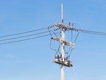 Línea de suministro del poder con los alambres Imágenes de archivo libres de regalías