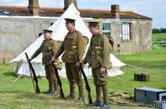 Línea de tres soldados de la Primera Guerra Mundial en fila Fotografía de archivo