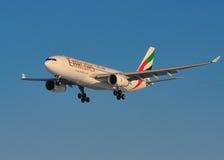 Líneas aéreas Airbus A330 de los emiratos Fotografía de archivo