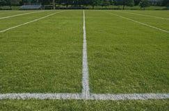 Líneas de límite blancas de terreno de juego del balompié Imagen de archivo