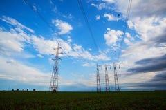 Líneas eléctricas de alto voltaje Foto de archivo libre de regalías