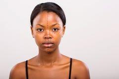 Líneas marcadas de la cara africana de la mujer Fotos de archivo libres de regalías