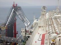 LNG ładownicze ręki dla ładunku, rozładowania LNG ładunku skroplonego gazu naturalnego tankowiec/ Zdjęcie Royalty Free
