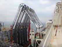 LNG-Einrückarme für Lasts-/Entladungslng Fracht des Flüssigerdgastankers stockbilder