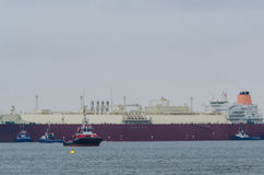 LNG TANKER AND TUGS Royalty Free Stock Photography