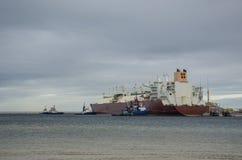 LNG-TANKER UND -SCHLEPPER Lizenzfreie Stockfotos