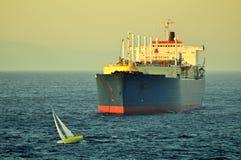 LNG-tankerschip voor aardgas Stock Foto's