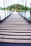 Lång wood bro Arkivfoto