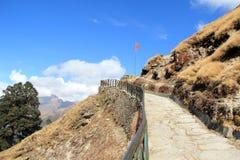 Långt till det Tungnath tempelet. Arkivfoto