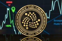 Lo iota è un modo moderno dello scambio e di questa valuta cripto immagini stock