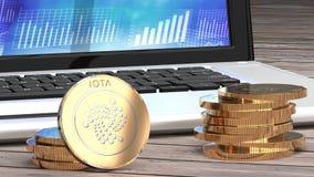 Lo iota si chiude su, tavola di legno, moneta dorata Fotografie Stock