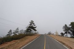 A lo largo de camino de casa Fotos de archivo libres de regalías