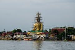A lo largo de Chao Pharaya River imágenes de archivo libres de regalías