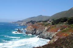 Costa de California en primavera con el océano Fotos de archivo libres de regalías