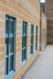 A lo largo de la pared de la escuela - vertical Imagen de archivo