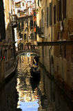 A lo largo de las calles de Venecia Fotografía de archivo libre de regalías