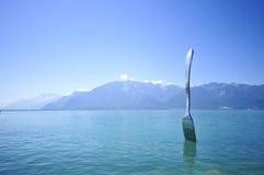 A lo largo del lago fotos de archivo