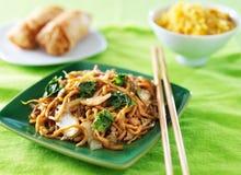 鸡lo mein中国人食物 库存照片