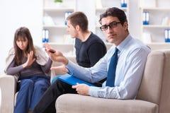 Lo psicologo di visita della famiglia per il problema della famiglia Fotografia Stock Libera da Diritti