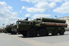 Lo S-400 Triumf (nome di segnalazione di NATO: Il rivelatore di cortocircuiti SA-21) è un sistema di armamento contraereo grande  Fotografia Stock