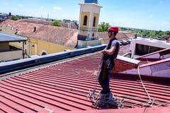 Lo scalatore industriale è dipana le corde Fotografie Stock Libere da Diritti