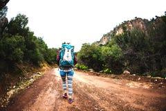Lo scalatore sta preparando per l'ascesa Fotografia Stock Libera da Diritti