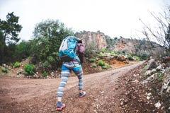 Lo scalatore sta preparando per l'ascesa Fotografie Stock Libere da Diritti