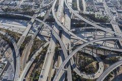 Lo scambio dell'autostrada senza pedaggio di Los Angeles dilaga l'antenna Fotografia Stock