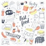Lo scarabocchio disegnato a mano degli alimenti a rapida preparazione con l'hamburger, fa un spuntino e beve Insieme di elementi  royalty illustrazione gratis