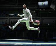 Lo schermitore Miles Chamley-Watson degli Stati Uniti fa concorrenza nella stagnola del gruppo degli uomini di Rio 2016 giochi ol Immagine Stock