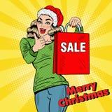 Lo schiocco Art Beautiful Woman con i sacchetti della spesa di vendita di Natale sfoglia su Immagine Stock Libera da Diritti