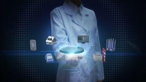 Lo scienziato femminile, la palma aperta dell'ingegnere, la casa intelligente, la fabbrica, la costruzione, l'automobile, il cell royalty illustrazione gratis
