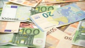 lo scivolamento del carrello 4K ha sparato le fatture degli euro dei valori differenti Euro denaro contante video d archivio