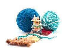 Lo scoiattolo charming con il lavoro a maglia fotografie stock