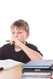 Lo scolaro impara le lezioni Immagini Stock Libere da Diritti