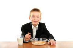 Lo scolaro mangia Immagini Stock