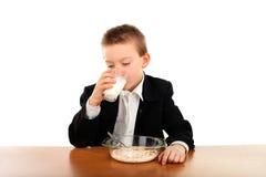 Lo scolaro mangia Immagine Stock