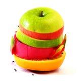 Lo scorrevole creativo compone la frutta dell'estate mista con Fotografia Stock