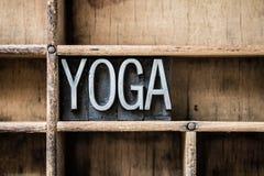 Lo scritto tipografico di yoga scrive dentro il cassetto a macchina Immagini Stock Libere da Diritti
