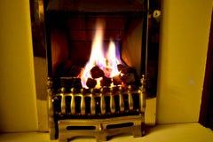Lo sfarfallamento fiammeggia nel cuore con un fuoco di gas Fotografia Stock