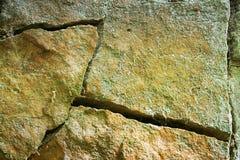 Lo sfondo naturale di incrinato asciuga la roccia Fotografie Stock Libere da Diritti
