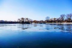 Lo Shichahai congelato a Pechino, Cina fotografie stock libere da diritti