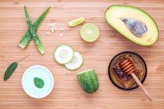 Lo skincare e l'ente casalinghi sfrega con il avoca naturale degli ingredienti Immagini Stock