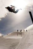 Lo Snowboarder che salta in Halfpipe Immagine Stock Libera da Diritti