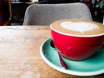 Lo spazio bianco sta aspettando qualcuno per bere insieme un caffè Fotografie Stock