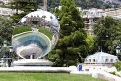Lo specchio riflette il casinò di Monte Carlo Fotografia Stock Libera da Diritti