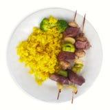 Lo spiedo del manzo cuba i broccoli e la curcuma bianca di giallo del piatto del fondo del riso Fotografia Stock