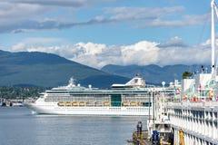 Lo splendore della nave dei mari ancorata al posto del Canada nel porto di Vancouver immagine stock