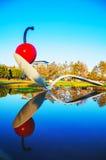 Lo Spoonbridge e la ciliegia al giardino della scultura di Minneapolis Fotografia Stock