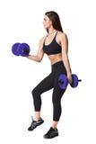 Lo sport helthy della donna atletica di forma fisica ha isolato i vestiti bianchi del nero del fondo con le teste di legno Fotografia Stock Libera da Diritti